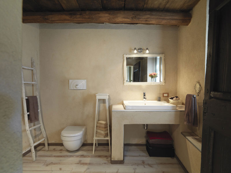 Photos enduit argile r alisations de murs en enduit l for Salle de bain en tadelakt