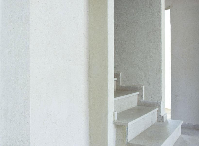 Application d'enduit décoratif à l'argile sur murs